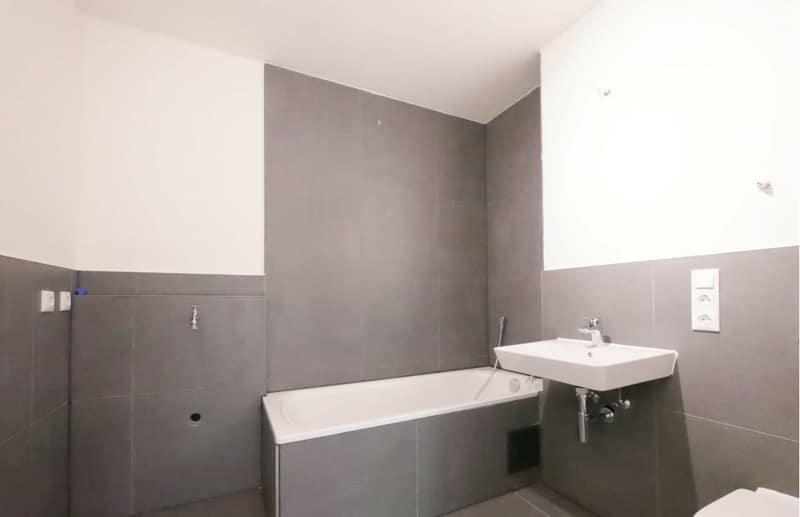 Top sanierte 2 Zi. Wohnung mit überdachtem Balkon - Badezimmer