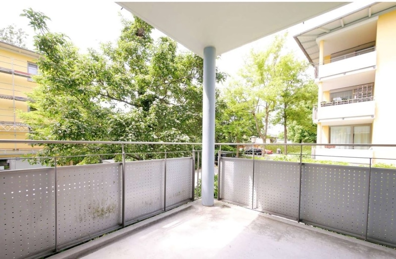 Top sanierte 2 Zi. Wohnung mit überdachtem Balkon - Balkon