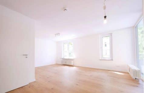 Top sanierte 2 Zi. Wohnung mit überdachtem Balkon, 81245 München, Etagenwohnung
