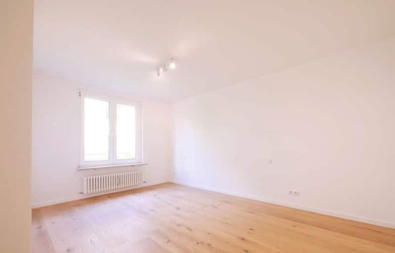 Top sanierte 2 Zi. Wohnung mit überdachtem Balkon - Schlafzimmer