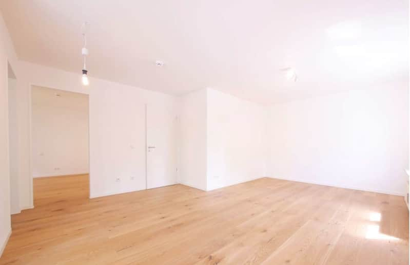 Top sanierte 2 Zi. Wohnung mit überdachtem Balkon - Wohnzimmer_1