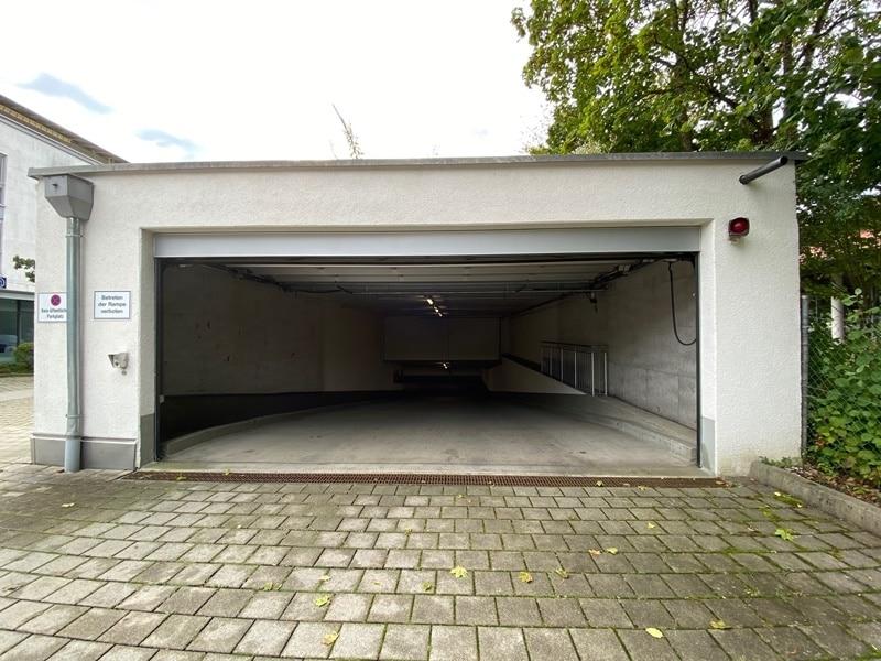1-2 ebenerdige Tiefgaragenstellplätze in zentraler S-Bahn-Nähe von Höhenkirchen zu verkaufen - Einfahrt