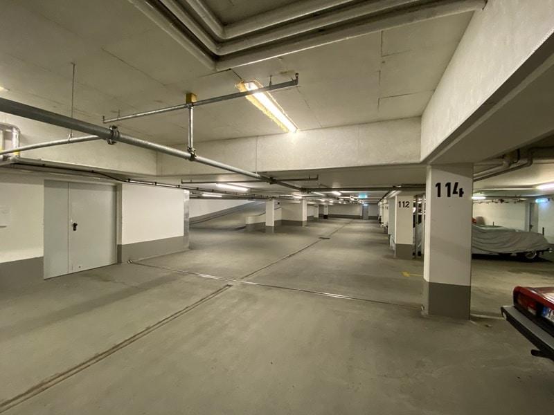 1-2 ebenerdige Tiefgaragenstellplätze in zentraler S-Bahn-Nähe von Höhenkirchen zu verkaufen - Tiefgarage