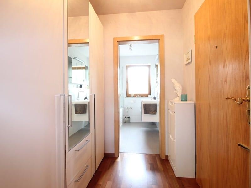 Attraktive, sehr gepflegte 2 ZKB Wohnung mit großer Loggia in gewachsener Lage von Ottobrunn - Diele