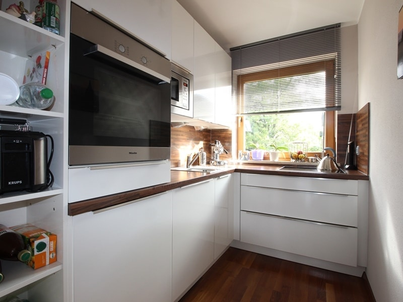 Attraktive, sehr gepflegte 2 ZKB Wohnung mit großer Loggia in gewachsener Lage von Ottobrunn - Einbauküche