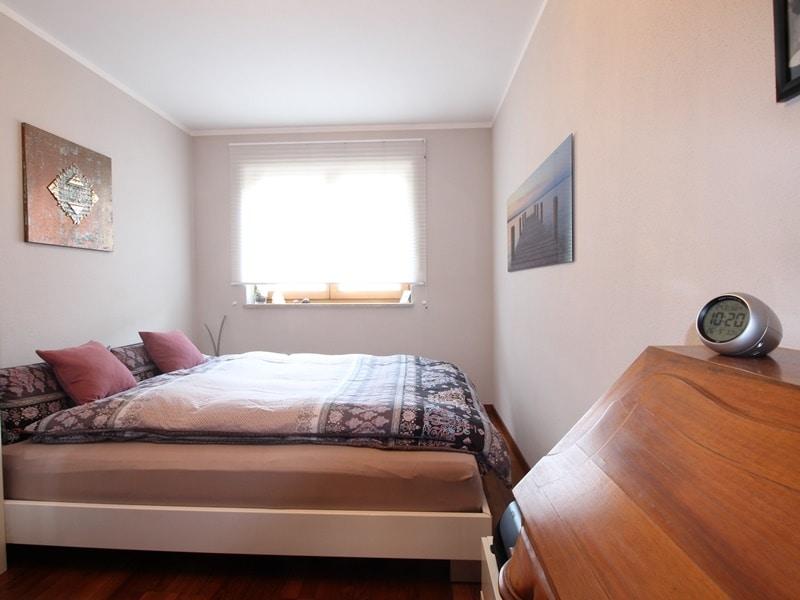 Attraktive, sehr gepflegte 2 ZKB Wohnung mit großer Loggia in gewachsener Lage von Ottobrunn - Schlafzimmer