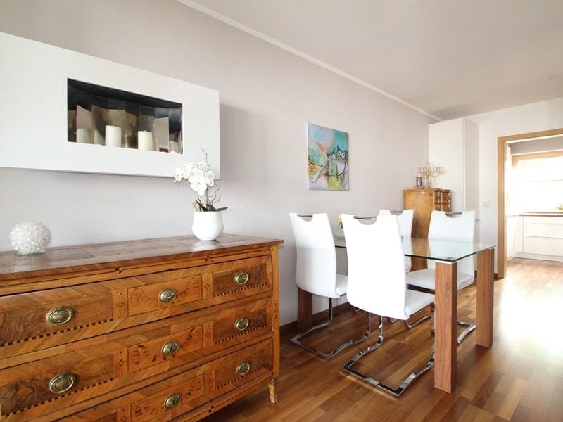 Attraktive, sehr gepflegte 2 ZKB Wohnung mit großer Loggia in gewachsener Lage von Ottobrunn - Essbereich