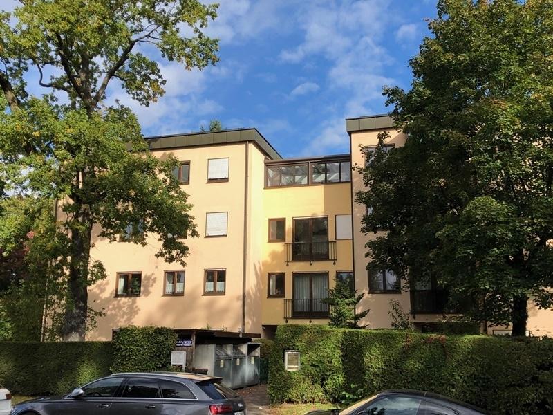 Attraktive, sehr gepflegte 2 ZKB Wohnung mit großer Loggia in gewachsener Lage von Ottobrunn - Außenansicht