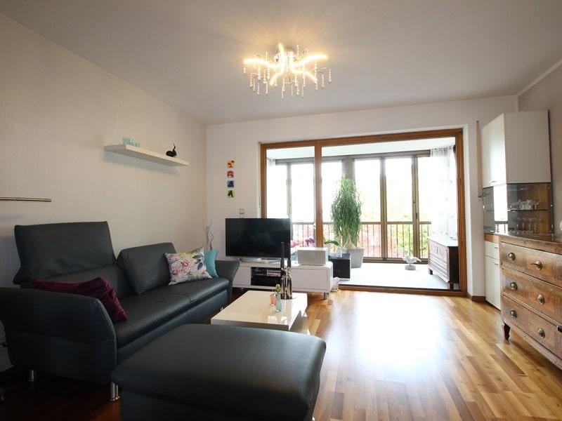 Attraktive, sehr gepflegte 2 ZKB Wohnung mit großer Loggia in gewachsener Lage von Ottobrunn - Wohnbereich