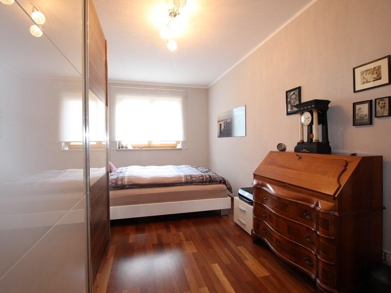 Attraktive, sehr gepflegte 2 ZKB Wohnung mit großer Loggia in gewachsener Lage von Ottobrunn - Schlafzimmer_ (2)