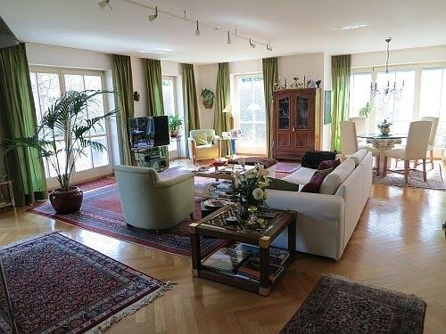 Exquisite freistehende Villa in perfekter Lage mit großem Garten in Vaterstetten - Wohnzimmer