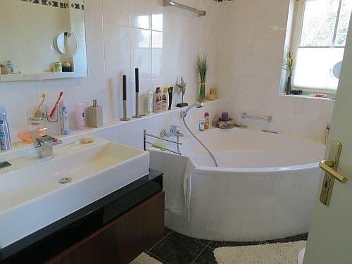 Exquisite freistehende Villa in perfekter Lage mit großem Garten in Vaterstetten - Tageslichtbad