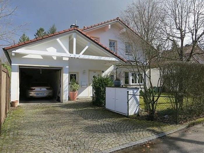 Exquisite freistehende Villa in perfekter Lage mit großem Garten in Vaterstetten - Aussenbild