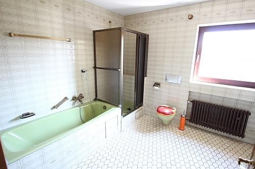 Große. familienfreundliche Doppelhaushälfte in Egmating - Badezimmer