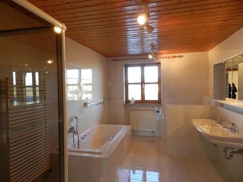 Große. helle Doppelhaushälfte mit Wintergarten in ruhiger Lage von Brunnthal / Faistenhaar - Badezimmer