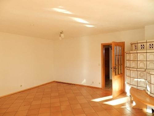 Große. helle Doppelhaushälfte mit Wintergarten in ruhiger Lage von Brunnthal / Faistenhaar - Wohnzimmer mit Kachelofen