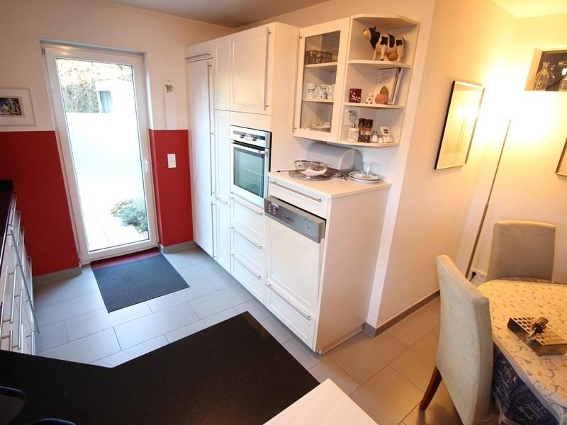 Neuwertige und außergewöhnliche Doppelhaushälfte in Ottobrunn - Küche3