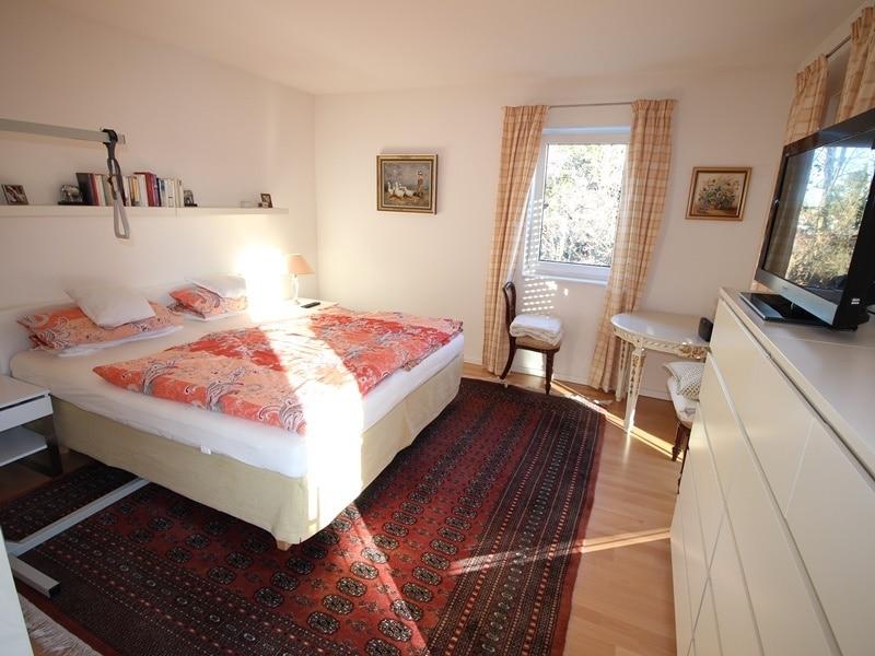 Neuwertige und außergewöhnliche Doppelhaushälfte in Ottobrunn - Schlafzimmer
