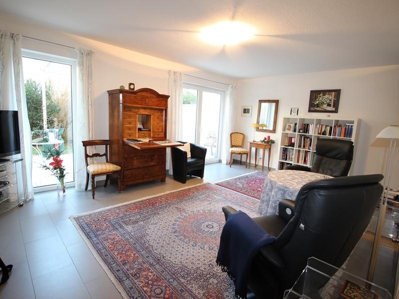 Neuwertige und außergewöhnliche Doppelhaushälfte in Ottobrunn - Wohnzimmer