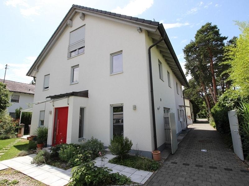 Neuwertige und außergewöhnliche Doppelhaushälfte in Ottobrunn - Eingang