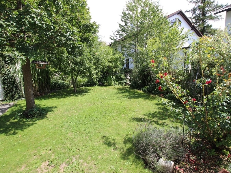Neuwertige und außergewöhnliche Doppelhaushälfte in Ottobrunn - Garten