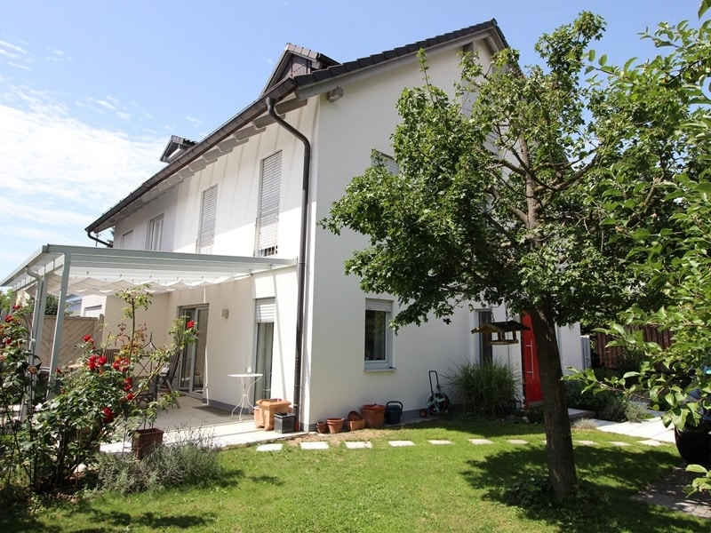 Neuwertige und außergewöhnliche Doppelhaushälfte in Ottobrunn - Aussenansicht