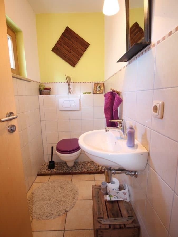 Familienfreundliche Doppelhaushälfte in Siegertsbrunn - Gäste-WC