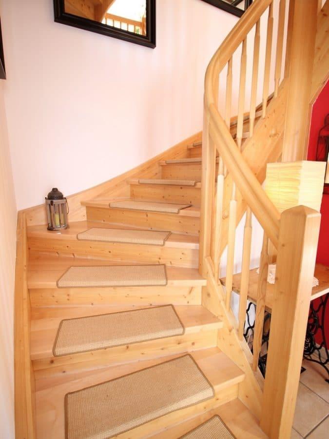 Familienfreundliche Doppelhaushälfte in Siegertsbrunn - Treppenaufgang