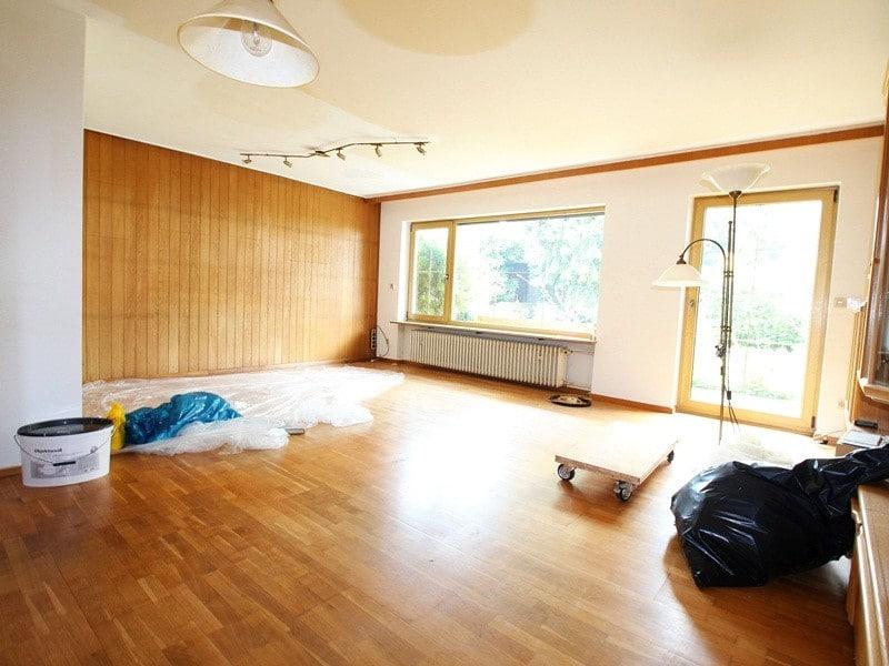 Renovierungsbedürftiges REH in ruhiger, gewachsener Lage von Putzbrunn / Waldkolonie - Wohnzimmer