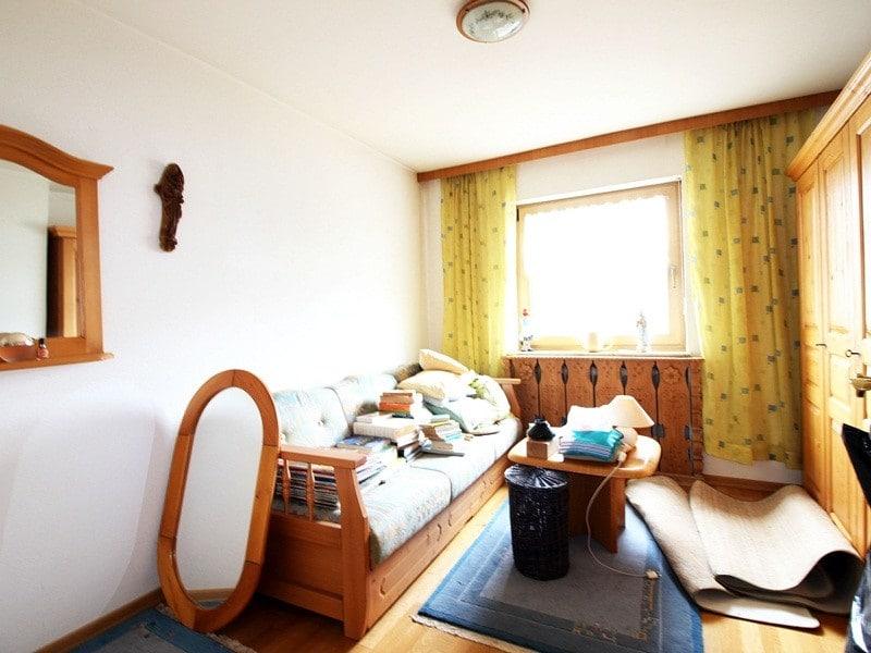Renovierungsbedürftiges REH in ruhiger, gewachsener Lage von Putzbrunn / Waldkolonie - Kinderzimmer