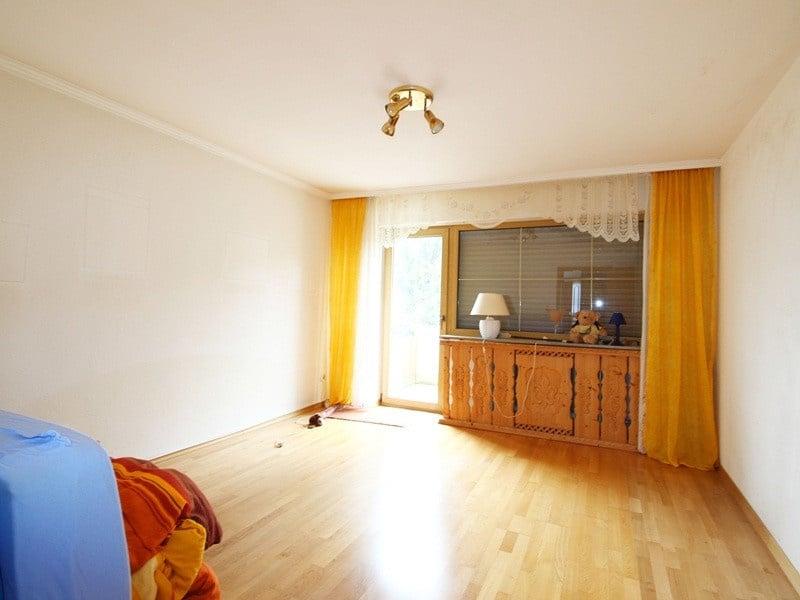 Renovierungsbedürftiges REH in ruhiger, gewachsener Lage von Putzbrunn / Waldkolonie - Elternschlafzimmer