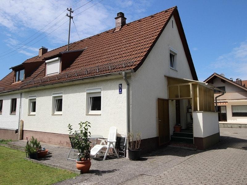 Mehrgenerationenfamilie aufgepasst: Einfamilienhaus und Doppelhaushälfte in Ottobrunn - Aussenansicht DHH