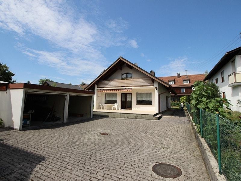 Mehrgenerationenfamilie aufgepasst: Einfamilienhaus und Doppelhaushälfte in Ottobrunn - Aussenansicht EFH