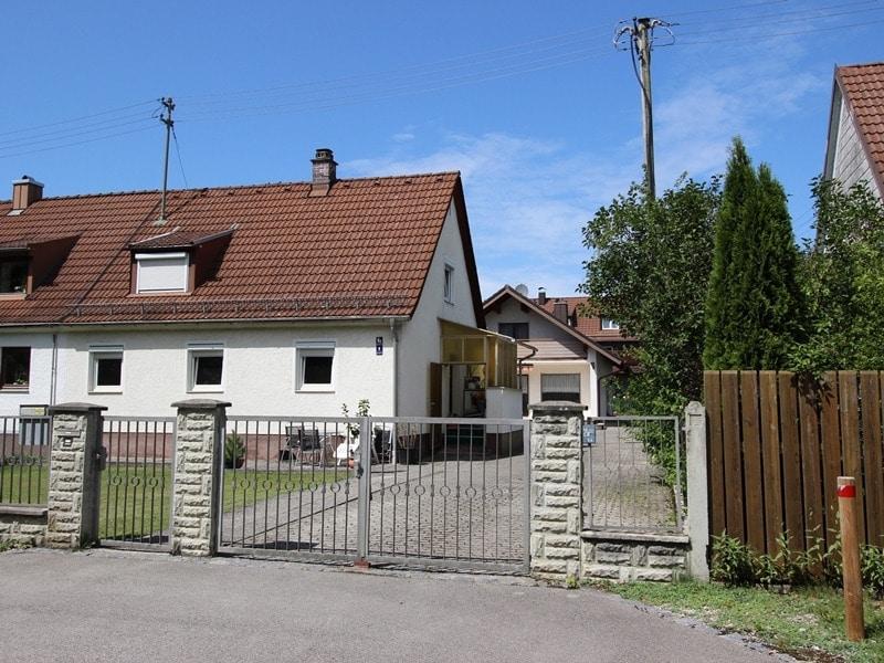 Mehrgenerationenfamilie aufgepasst: Einfamilienhaus und Doppelhaushälfte in Ottobrunn - Zugang