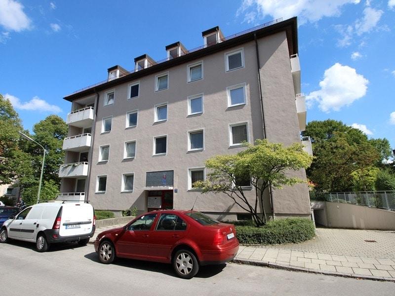 Attraktive 3,5 Zimmerwohnung mit Westbalkon in ruhiger Lage von Schwabing - Aussenansicht_3