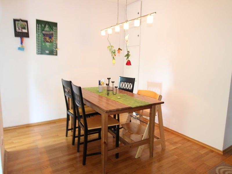 Attraktive 3,5 Zimmerwohnung mit Westbalkon in ruhiger Lage von Schwabing - Essbereich