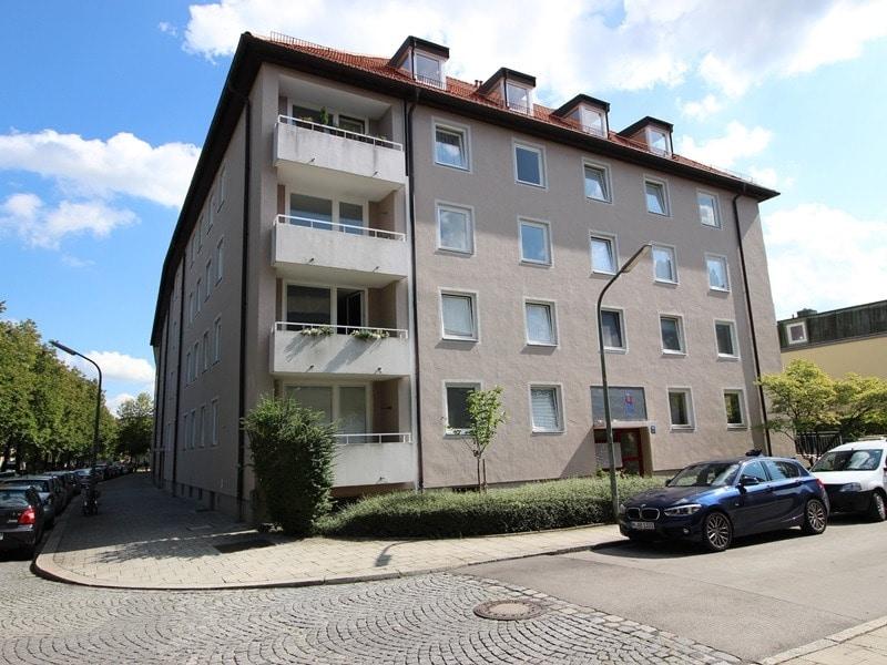 Attraktive 3,5 Zimmerwohnung mit Westbalkon in ruhiger Lage von Schwabing - Aussenansicht_1