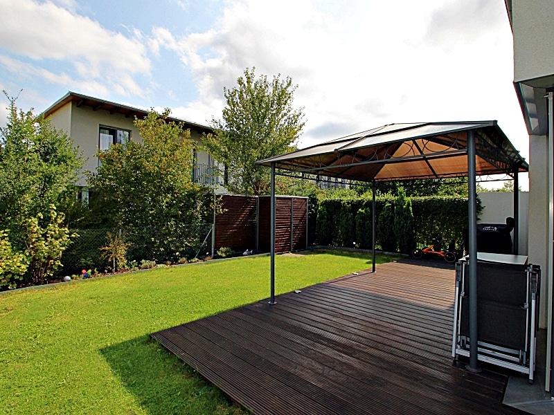 Neuwertiges REH mit großem Grundstück und unverbaubarem Blick in familienfreundlicher Lage von Höhenkirchen - Garten1