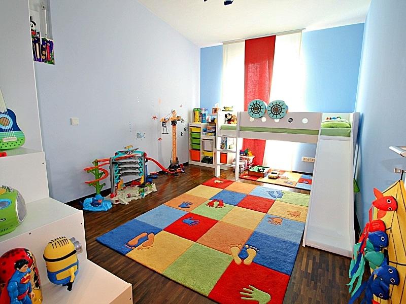 Neuwertiges REH mit großem Grundstück und unverbaubarem Blick in familienfreundlicher Lage von Höhenkirchen - Kinderzimmer