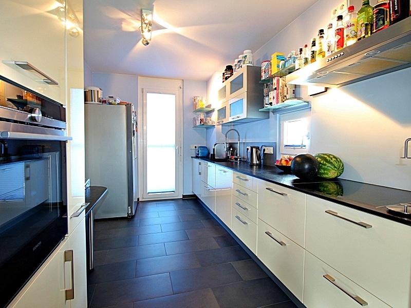 Neuwertiges REH mit großem Grundstück und unverbaubarem Blick in familienfreundlicher Lage von Höhenkirchen - Küche1