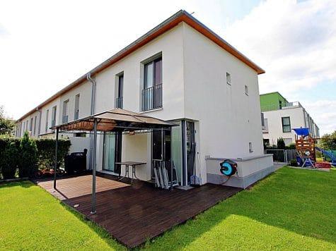 Neuwertiges REH mit großem Grundstück und unverbaubarem Blick in familienfreundlicher Lage von Höhenkirchen, 85635 Höhenkirchen, Reihenendhaus
