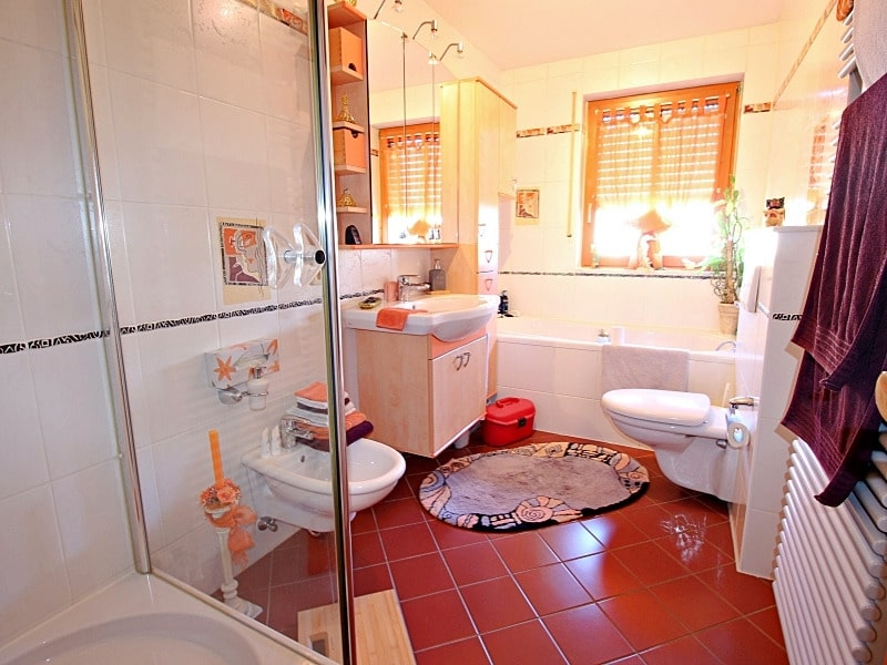 Wohnen wie in einem Haus: 3 Zimmer Gartenmaisonettewohnung mit super Ausstattung - Badezimmer