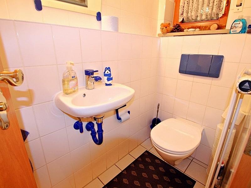 Wohnen wie in einem Haus: 3 Zimmer Gartenmaisonettewohnung mit super Ausstattung - Gäste-WC