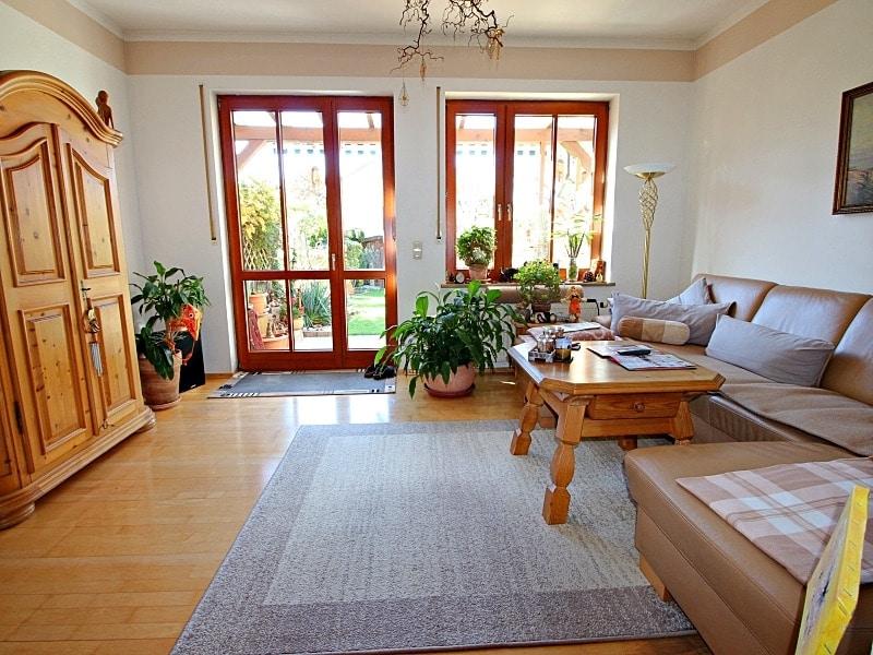 Wohnen wie in einem Haus: 3 Zimmer Gartenmaisonettewohnung mit super Ausstattung - Wohnzimmer