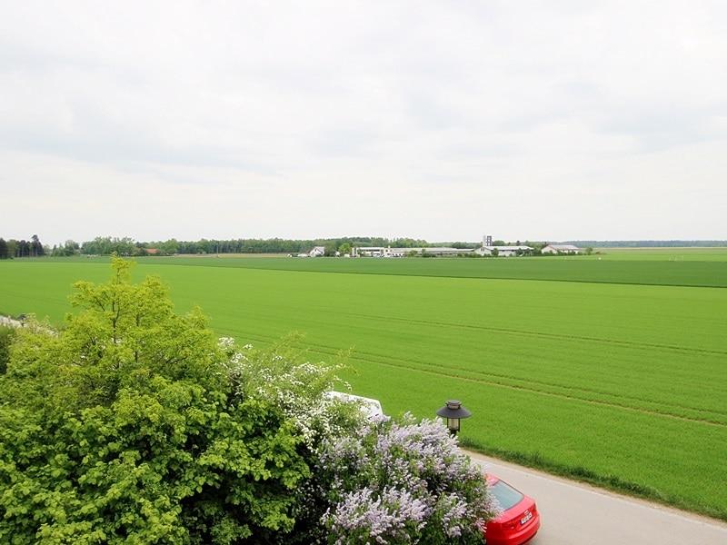 Attraktive, neuwertige DHH mit Top Ausstattung in ruhiger Lage von Höhenkirchen - Ausblick Balkon
