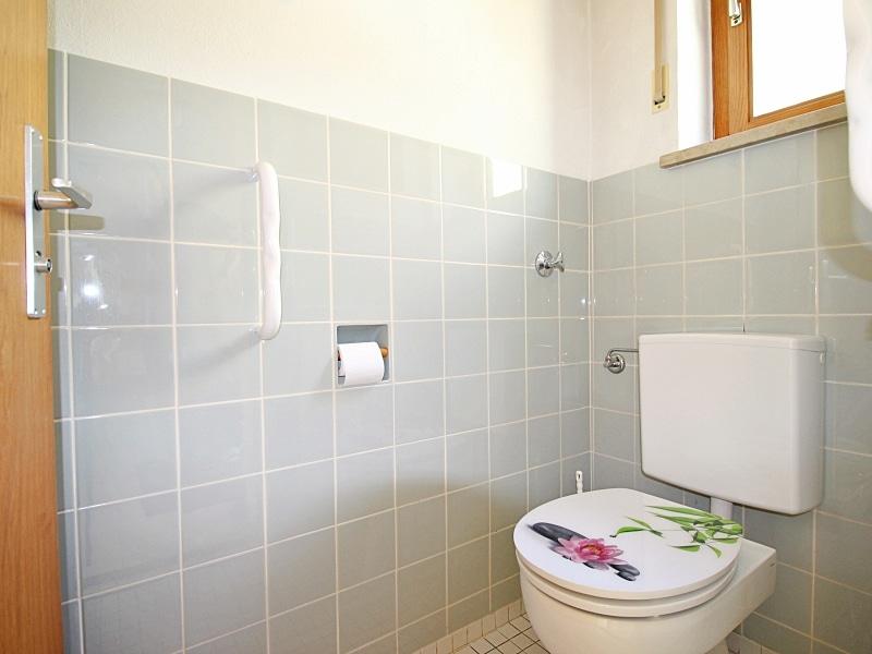 Sehr gepflegte, große DHH auf großem Südgrundstück in traumhafter, ruhiger Lage von Neubiberg - Gäste WC