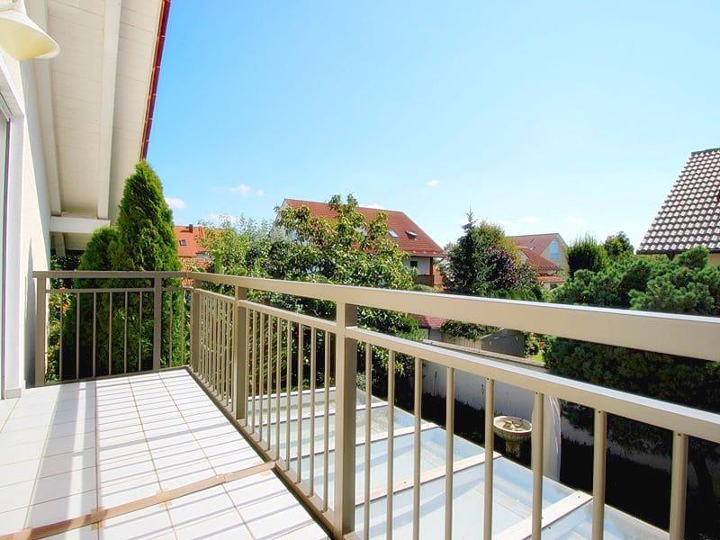 Attraktives, vermietetes Einfamilienhaus mit eingewachsenem Süd- und Westgarten in Grasbrunn - Balkon Ausblick