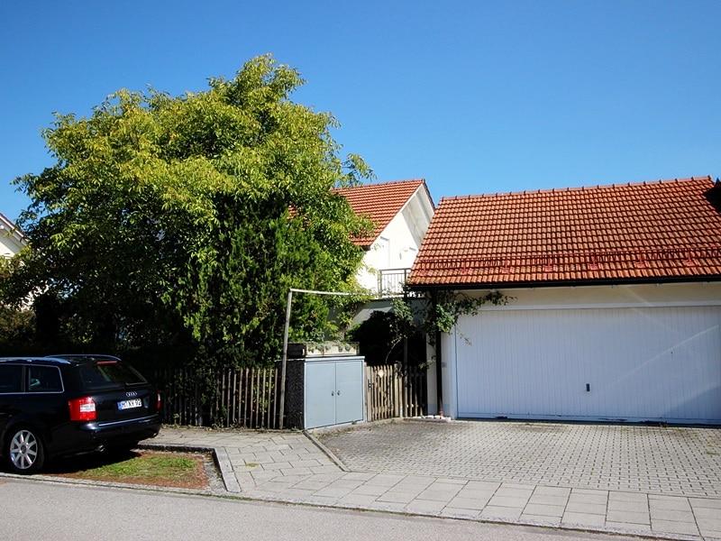 Attraktives, vermietetes Einfamilienhaus mit eingewachsenem Süd- und Westgarten in Grasbrunn - Garage
