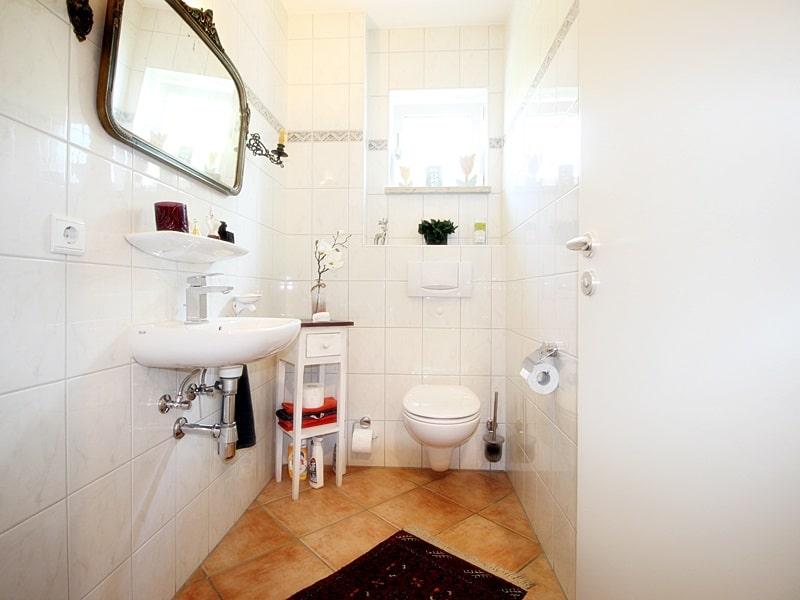 Attraktives, vermietetes Einfamilienhaus mit eingewachsenem Süd- und Westgarten in Grasbrunn - Gäste WC