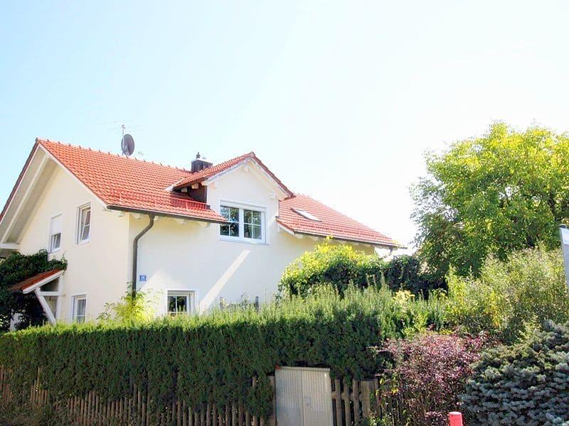 Attraktives, vermietetes Einfamilienhaus mit eingewachsenem Süd- und Westgarten in Grasbrunn - Nordwestansicht
